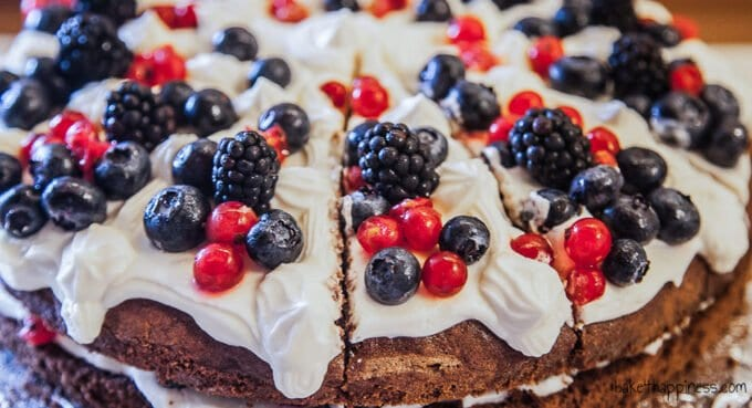 Berry cake with mascarpone