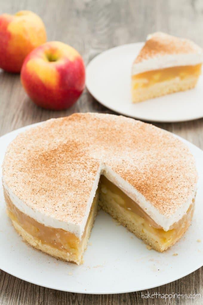 Apple cream tart with pudding