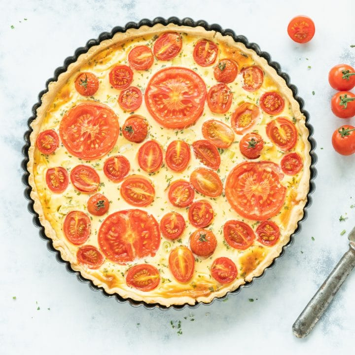 Quiche with goat cheese and tomatoes