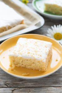 Wonderfully moist Vegan Lemon Cake without Eggs, Butter or Milk