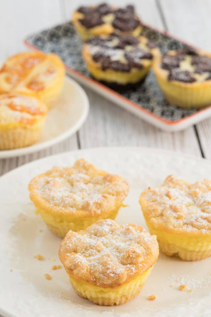 Cheesecake muffins with crumbles