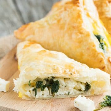 Spinach puff pastry bags
