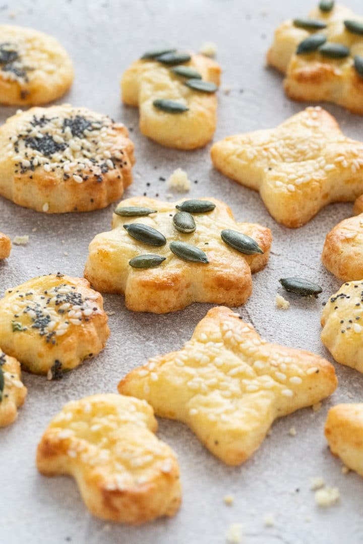 Easy Savory Cheese Crackers