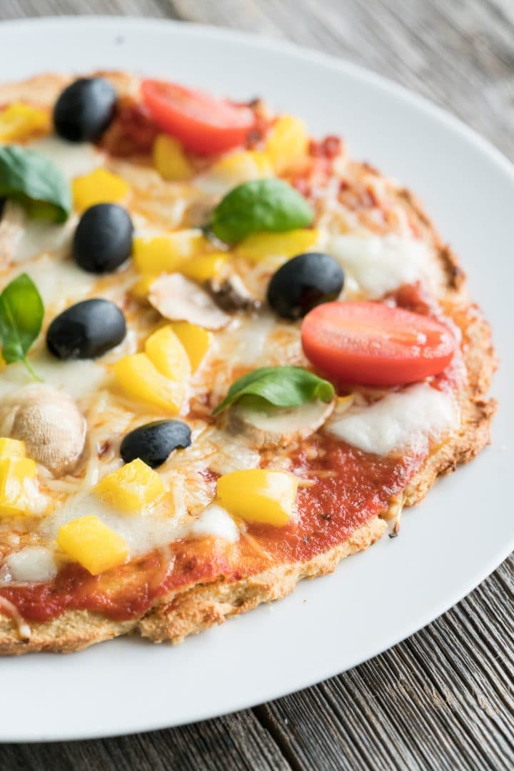Low carb pizza with almond base
