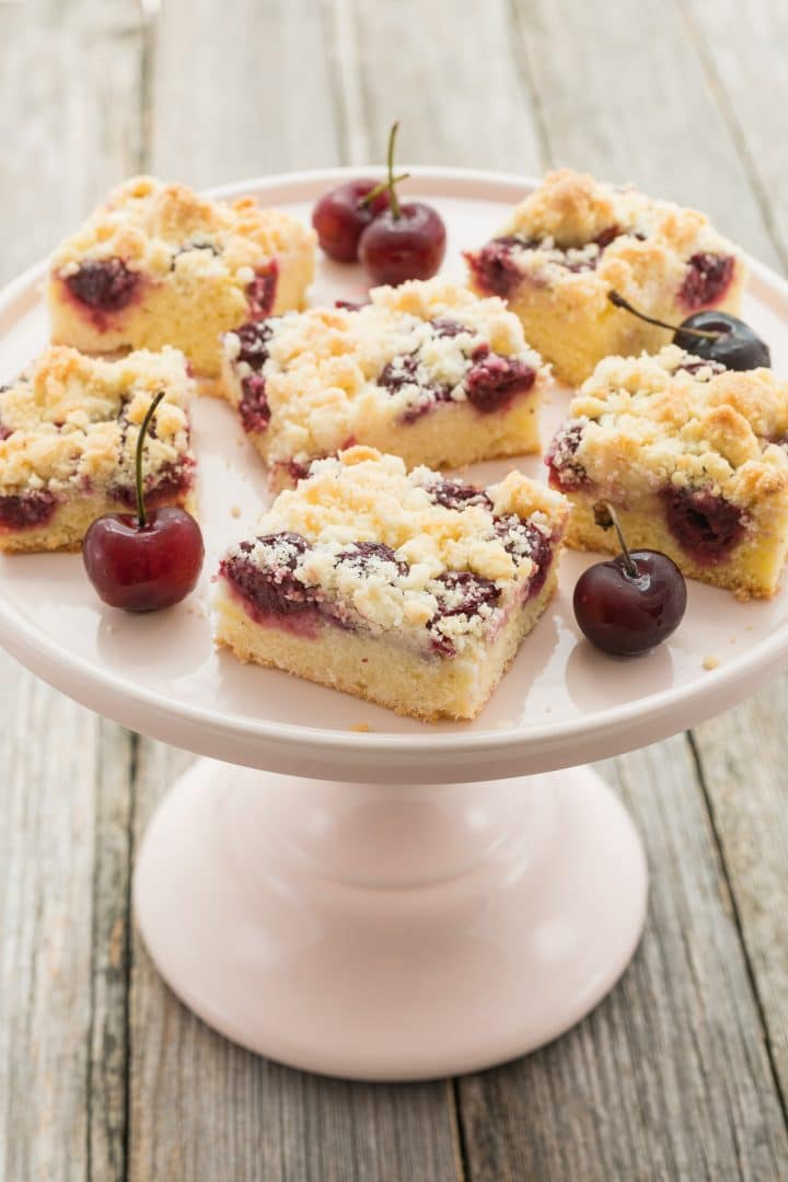 Cherry cake with crumble