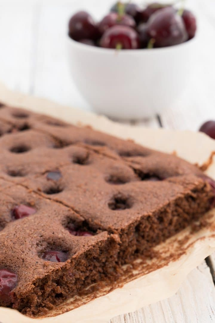 chocolate-cake-with-cherries-from-the-baking-sheet