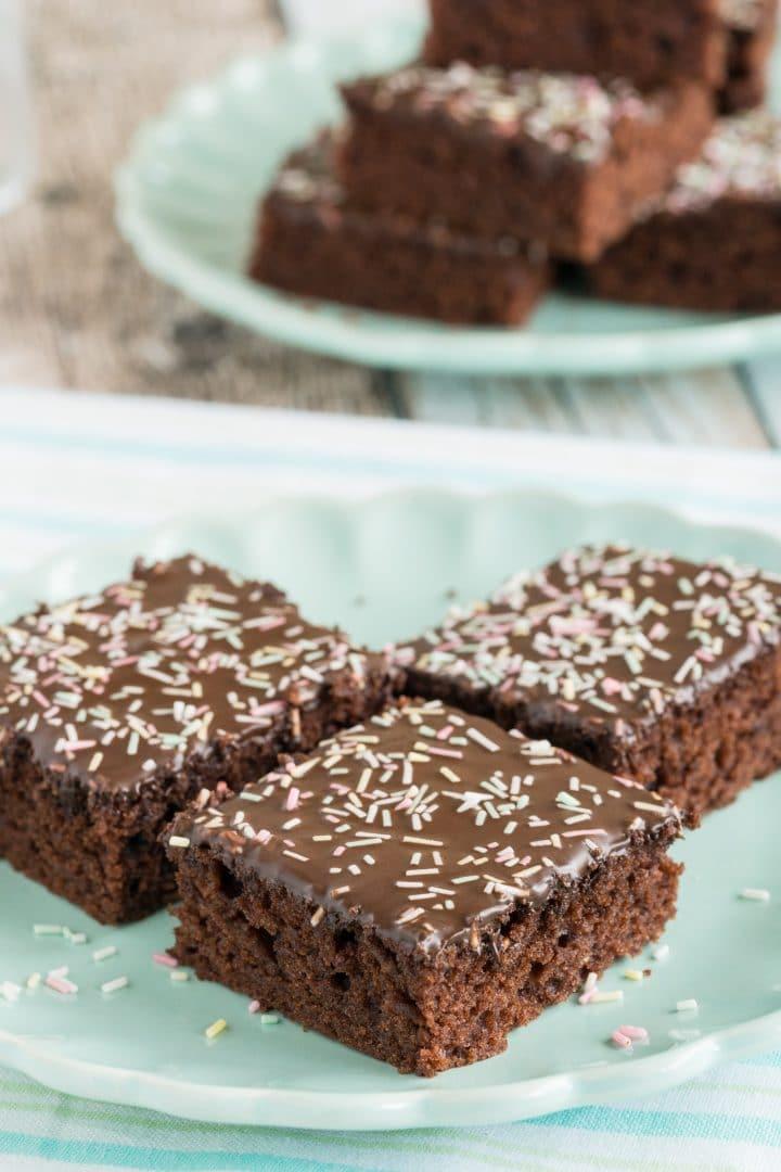 chocolate-cake-with-sprinkles