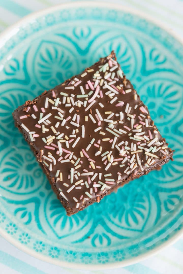 chocolate-cake-from-the-baking-sheet