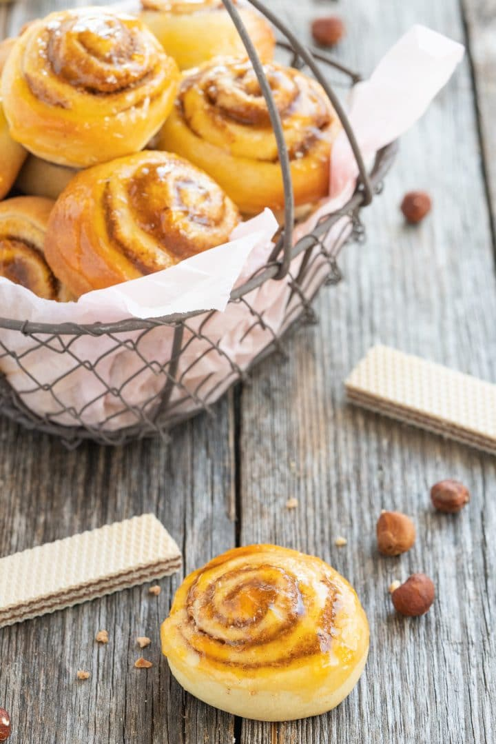 yeast-rolls-with-nut-cinnamon-filling