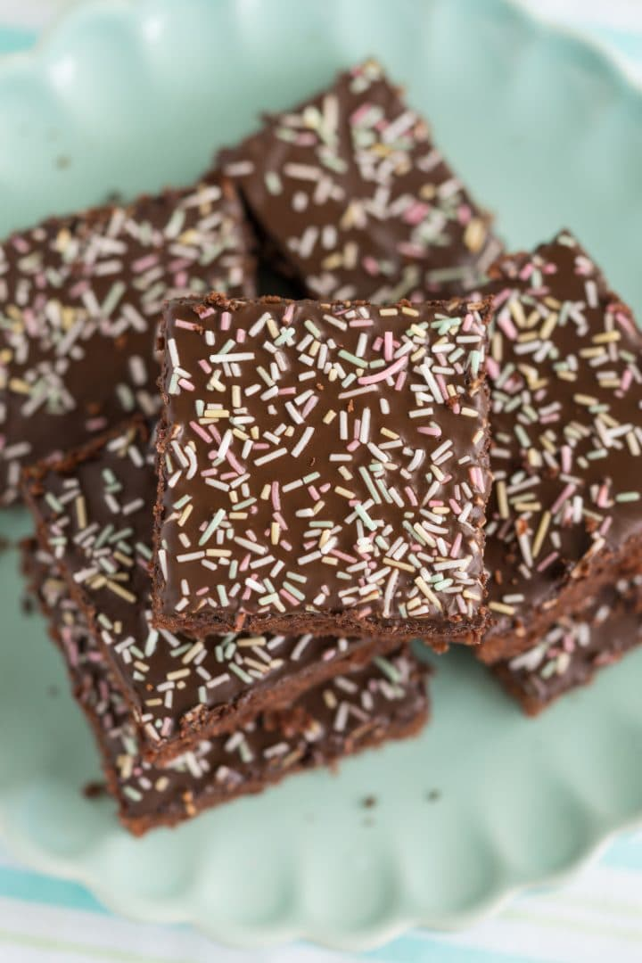 sheet-cake-with-chocolate-icing